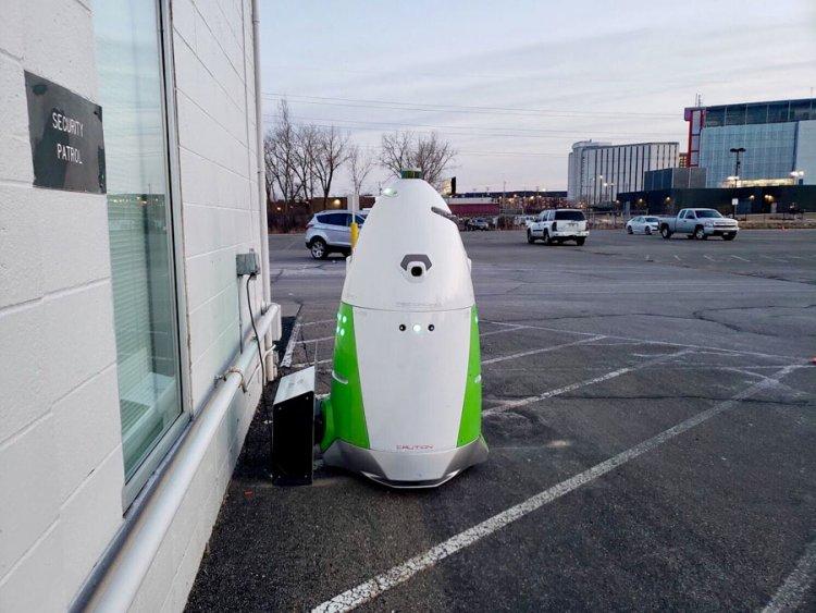 Охранный робот K5 продолжает своё проникновение в разные уголки США.