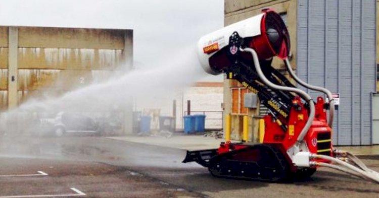 Новый пожарный робот тушит огонь, передвигаясь по потолку.