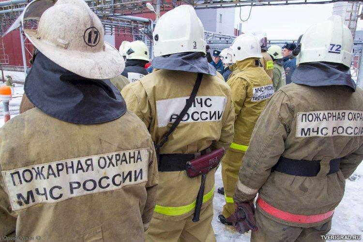 МЧС России вдвое увеличило зарплату сотрудников федеральной противопожарной службы.